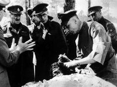 Dwaj amerykańscy jeńcy wojenni potajemnie informowali Waszyngton o zbrodni w Katyniu. W 1943 r. widzieli w lesie katyńskim zwłoki polskich oficerów - pisze agencja Asscociated Press relacjonując ujawnione w poniedziałek dokumenty z archiwów USA.
