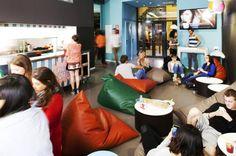 L'Amistat Beach Hostel è un nuovo ostello a Barcellona con interni di design, ottimi servizi e prezzi da 18€