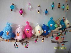 Móvil de muro para bebes, combinando crochet amigurumi con madera.