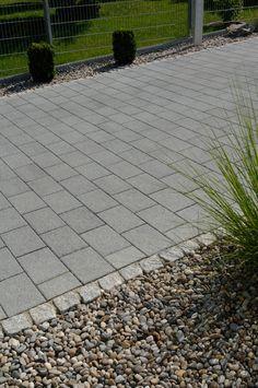 Große Vielfalt in einheitlichem, edlen Erscheinungsbild kennzeichnet die Produktfamilie ARCADO. Die Gestaltungselemente sind miteinander kombinierbar. Dies ermöglicht bis ins Detail gehende stilsichere Gestaltungen privater und öffentlicher Bereiche. Dabei sind Funktionalität und Ästhetik beim ARCADO Pflasterstein kein Widerspruch. Die Oberflächen vereinen angenehme Griffigkeit mit Brillanz, hervorgerufen durch feine Kornaufbrüche in den Natursteinvorsätzen. Sidewalk, Paving Stones, Garden Path, Home And Garden, Nature, Pictures, Side Walkway, Walkway, Walkways