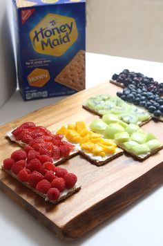 [Sp] Fresh fruit, smooth cream cheese and a crunchy HONEY MAID graham cracker combine for a tasty treat!
