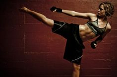 You can do this challenge if you are a beginner or advanced! Kick Boxing For Beginners, Workout For Beginners, Kickboxing Workout, Workout Men, Workout Quotes, Kick Boxing Girl, At Home Workouts, Studio Workouts, Leg Workouts