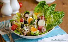 Aprende a preparar ensalada Nicoise con esta rica y fácil receta.  La ensalada Nicoise, también conocida como ensalada nizarda, es una ensalada de patatas con atún,...
