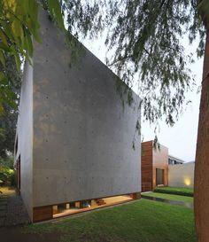 HOUSE H by Jaime Ortiz de Zevallos - Oz arq https://archello.com/project/house-h-casa-ache Photo by: Juan Solano