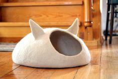 Шерстяные валяные домики для кошек