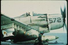 Great Moments in Naval Aviation: VA-25's Toilet Bomb. http://www.midwaysailor.com/midwayva25bomb/ #FistofTheFleet #Midway pic.twitter.com/uYCQhafOi0