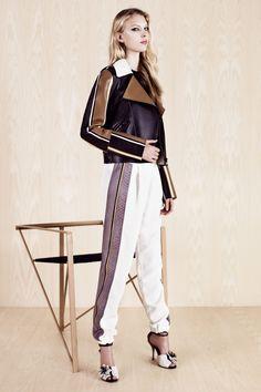 Fendi manages to make mixed patterns and color blocking look effortless Love Fashion, Fashion Show, Fashion Outfits, Colour Blocking Fashion, Color Blocking, Leather Fashion, Supermodels, Catwalk, Fendi