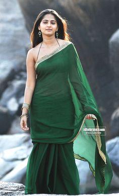 Beautiful Girl Photo, Beautiful Girl Indian, Most Beautiful Indian Actress, Beautiful Saree, Indian Actress Hot Pics, South Indian Actress, Indian Actresses, Indische Sarees, Anushka Photos