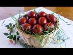 Oua de Pasti vopsite natural ~ ReteteAngela - YouTube Orthodox Easter, Greek Easter, About Easter, Easter Traditions, Easter Eggs, Natural, Vegetables, Christmas, Romania