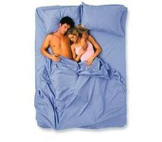 10 Cuddling Explanations: What Your Sleeping Habits Say About Your Relationship Couples Sleeping Positions, Couple Sleeping, Mean Women, Chubby Ladies, First Contact, New Relationships, Pillow Talk, Hollywood Celebrities, Good Night Sleep