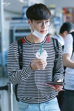Zhang Yixing airport fashion