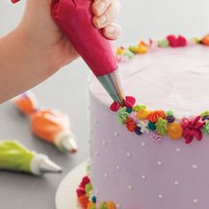 Although directions are written for both right and left-handed decorators, pictures show right-handed decorating. Here are a few tips for left-handed cake decorators.