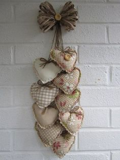 Looking for beautiful Christmas wreaths? Here, we have a good collection of some of the most beautiful Christmas wreaths ideas. Valentines Day Decorations, Valentine Day Crafts, Holiday Crafts, Sewing Crafts, Sewing Projects, Craft Projects, Crafts To Make, Arts And Crafts, Diy Crafts