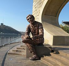 The Fred Rogers Memorial Statue In Pittsburgh Pennsylvania Mister Rogers Neighborhod 1968 2001 Fred Rogers Mr Rogers Mister Rogers Neighborhood