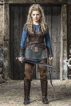 "Katheryn Winnick as Lagertha Lothbrok (Shield Maiden) in 'The Vikings"" (Histor. - Katheryn Winnick as Lagertha Lothbrok (Shield Maiden) in 'The Vikings"" (History Channel – 201 - Vikings Costume Diy, Vikings Halloween, Viking Halloween Costume, Viking Cosplay, Female Viking Costume, Viking Warrior Woman, Warrior Women, Viking Party, Warrior Outfit"