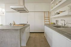 kitchen by Paul van de Kooi - beton + wit hoogglans + stekkers in de wand
