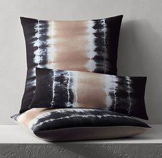 Vintage Blue Batik Pillow Cover Ideas With Japanese Style - Shibori Fabric, Shibori Tie Dye, Dyeing Fabric, Textile Dyeing, Shibori Techniques, Textiles Techniques, How To Tie Dye, How To Dye Fabric, Tie Dye Bedding