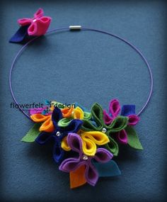 simple and fun flowers Felt Necklace, Fabric Necklace, Fabric Jewelry, Diy Necklace, Diy Bracelets Easy, Handmade Bracelets, Handmade Jewelry, Chunky Jewelry, Leather Jewelry