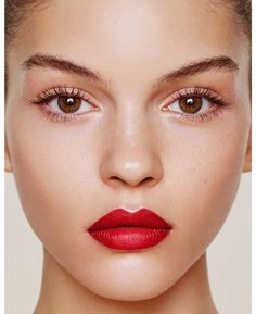 Fresh faced with a statement red lip | www.bold-in-gold.com   #boldingoldblog