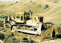 Cat D9G, a forerunner of the modern day large dozer #CatMachines