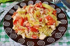 Салат с отварной курицей, помидорами и болгарским перцем