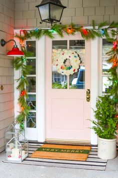This colorful Farmhouse Christmas porch features simple design and bright colors. Plus, see 6 easy ideas to decorate your porch for Christmas! Front Door Christmas Decorations, Christmas Front Doors, Christmas Porch, Outdoor Christmas, Christmas Lights, Pink Christmas, Christmas 2019, Christmas Ideas, Natural Christmas