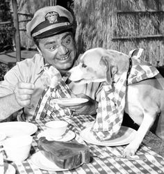 0 ernest borgnine eating with dog at the table on set 1963