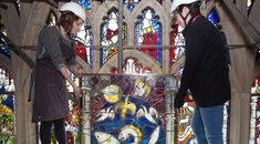 York Minister's Massive Medieval Stained-Glass Window Restored to Its Former Glory Conservators spent some hours cleaning and protecting the great east window's 311 panels Medieval Stained Glass, Stained Glass Angel, Faux Stained Glass, Leaded Glass, Stained Glass Windows, York Minster, Modern Metropolis, Glass Marbles, Glass Flowers
