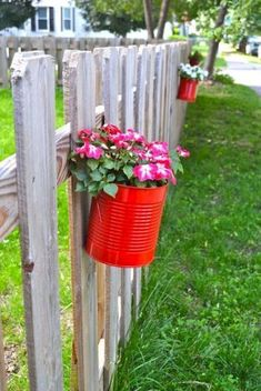 Upcycling Tin Cans to DIY Hanging Planters! I would LOVE to do this with citronella plants to keep the bugs away from most of the yard and to keep the dogs away from the fences! Planters on fence Upcycling Cans to DIY Hanging Fence Planters Diy Hanging Planter, Fence Planters, Diy Fence, Backyard Fences, Pool Fence, Fence Ideas, Cerca Diy, Tin Can Flowers, Pot Jardin