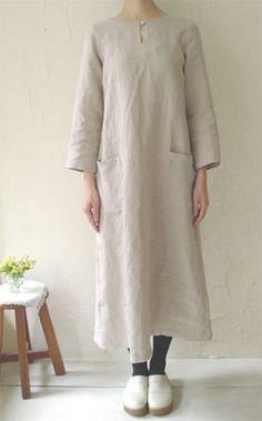 linnet - linen dress pattern - shown on model. Linen Dress Pattern, Linen Tunic, Clothing Patterns, Dress Patterns, Japanese Sewing Patterns, Quoi Porter, Linnet, Linen Dresses, Trendy Dresses