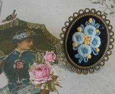 anillo en oro viejo con bouquet bordado sobrenegro