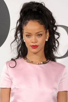 Rihanna's Loose Curls Is there anything Rihanna can't pull off? Her take on the half up/half down hair comes with some loose curls in a bedhead effect.