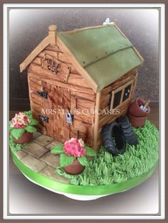Do you have a green fingered friend,who you need to make a cake for?Learn how to make adorable gardening cakes, and obtain your cake design inspiration! Garden Theme Cake, Garden Cakes, Allotment Cake, Flower Pot Cake, Cake In A Can, Dad Cake, House Cake, Cake Trends, Cake Decorating Techniques