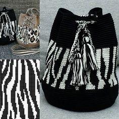 Mochila zebra - image only Crochet Case, Diy Crochet, Crochet Crafts, Crotchet Bags, Knitted Bags, Tapestry Crochet Patterns, Crochet Stitches, Crochet Handbags, Crochet Purses