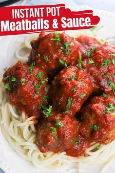 How to make meatballs and sauce in the Instant Pot! The perfect comfort food meal for a busy night made with easy homemade Italian meatballs and a simple, healthy tomato sauce. Homemade Italian Meatballs, Homemade Italian Seasoning, Homemade Sauce, How To Make Meatballs, Instant Pot Pasta Recipe, Meatball Sauce, Tomato Pasta Sauce, Copykat Recipes, Easy Healthy Recipes