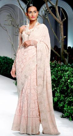 A pretty lilac chikankari sari by Meera & Muzzafar Ali of label Kotwara. Their saris and embroideries stand the test of time, they lost 20-40 years. Consult with a stylist on personal shopper services for the wedding in your family. Bridelan - a personal wedding shopper & stylist. Website www.bridelan.com #Bridelan