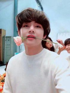 This is a Community where everyone can express their love for the Kpop group BTS Bts Taehyung, Namjoon, Bts Bangtan Boy, Bts Jungkook And V, Daegu, Foto Bts, V Bts Wallpaper, Bts Korea, Bts Lockscreen