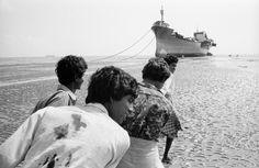 John Vink BANGLADESH. Chittagong. 29/05/1992: Ship dismantling yard.