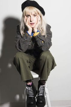 Paramore frontwoman Hayley Williams talks to us about her struggles with acne, her favorite natural skincare products, why she decided to launch hair dye company goodDYEyoung, and how self-expression helps her cope with anxiety and depression. Hipster Grunge, Grunge Goth, Hayley Paramore, Paramore Hayley Williams, Taylor York, Pop Punk, Hayley Williams Style, Hayley Wiliams, Rockabilly