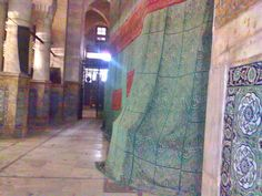 Grave of Rasulullah in Nabawi (inside view) History Of Pakistan, History Of Islam, Islamic Love Quotes, Islamic Inspirational Quotes, Masjid Al Haram, Islamic Wallpaper, Imam Hussain, Islam Facts, Islamic Messages