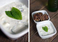 Slomo.: WAS GIBT´S ZUM SPIEL? FUSSBALL-ESSEN, PART 1: libanesische Fleischbällchen mit einem Joghurt-Feta-Dip