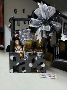 Gin Gifts, Alcohol Gifts, Fathers Day Gift Basket, Fathers Day Crafts, Best Dad Gifts, Love Gifts, Retreat Gifts, Personalised Gifts Diy, Gift Box For Men