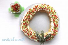 Sandwich Wreath - We Love GlassWe Love Glass Easy Holiday Recipes, Easy Recipes, Easy Meals, Cream Cheese Crescent Rolls, Crescent Roll Dough, Serving Dishes, Recipe Using, Our Love, Holiday Parties
