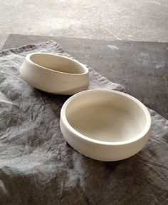 I love the organic nature of these two small entree bowls.