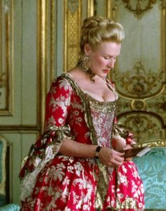 """Glenn Close as the Marquise de Merteuil in """"Dangerous Liaisons"""" Costume design by James Acheson 💛 Period Costumes, Movie Costumes, Historical Costume, Historical Clothing, Mode Rococo, Dangerous Liaisons, Vintage Outfits, Vintage Fashion, Rococo Fashion"""