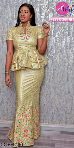 Modèle taille basse African Fashion Ankara, Latest African Fashion Dresses, African Print Fashion, Dress Fashion, Short African Dresses, African Lace Styles, African Print Dress Designs, Nigerian Outfits, Traditional African Clothing