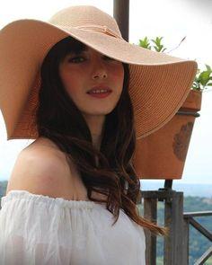 Özge Gürel, Turkish Actress Turkish Women Beautiful, Turkish Men, Turkish Beauty, Turkish Actors, Gypsy Girls, I Love My Girlfriend, Cherry Season, Kawaii Shoes, Actrices Hollywood