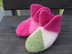 Ravelry: Felted Slippers pattern by Midnight Sun: Ravelry: Felted Slippers patte . : Ravelry: Felted Slippers pattern by Midnight Sun: Ravelry: Felted Slippers pattern by Midnight Sun Crochet For Beginners Blanket, Crochet Blanket Patterns, Knitting Patterns, Crochet Blankets, Knitting Ideas, Felted Slippers Pattern, Knitted Slippers, Easy Crochet Projects, Knitting Projects