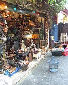 Favorite shops brocante vintage on pinterest paris flea markets playgrounds and cabinet storage - Marche porte de clignancourt ...