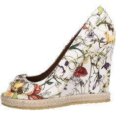 Pre-owned Gucci Flora Print Horsebit Wedges ($325) ❤ liked on Polyvore featuring shoes, white, pre owned shoes, white wedge heel shoes, multicolor shoes, multi color shoes and white shoes